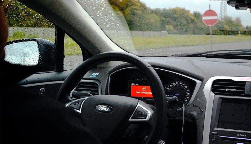 Новая система Форд недаст водителям выехать навстречку