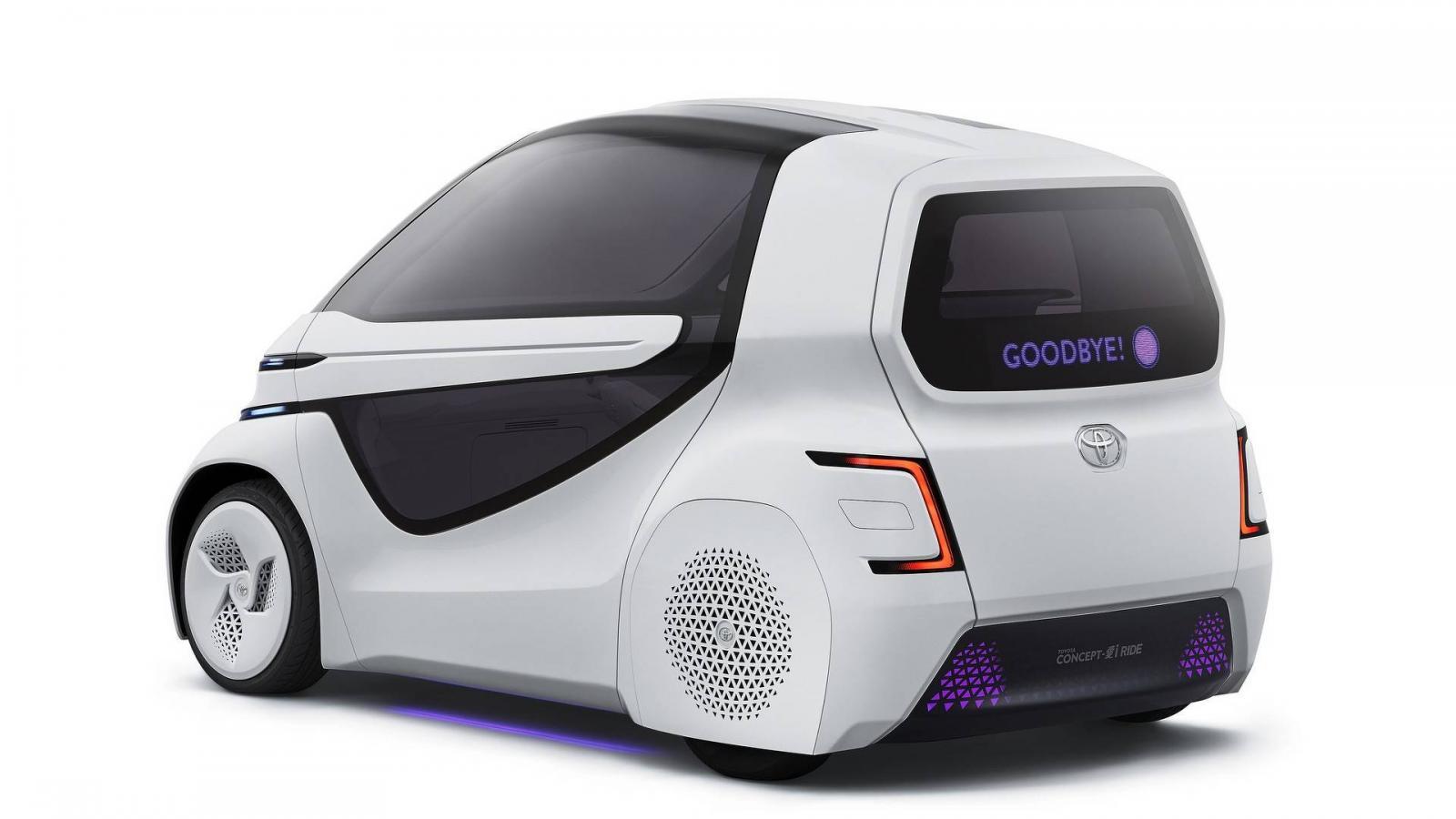 Тоёта представила компактный электромобиль без руля