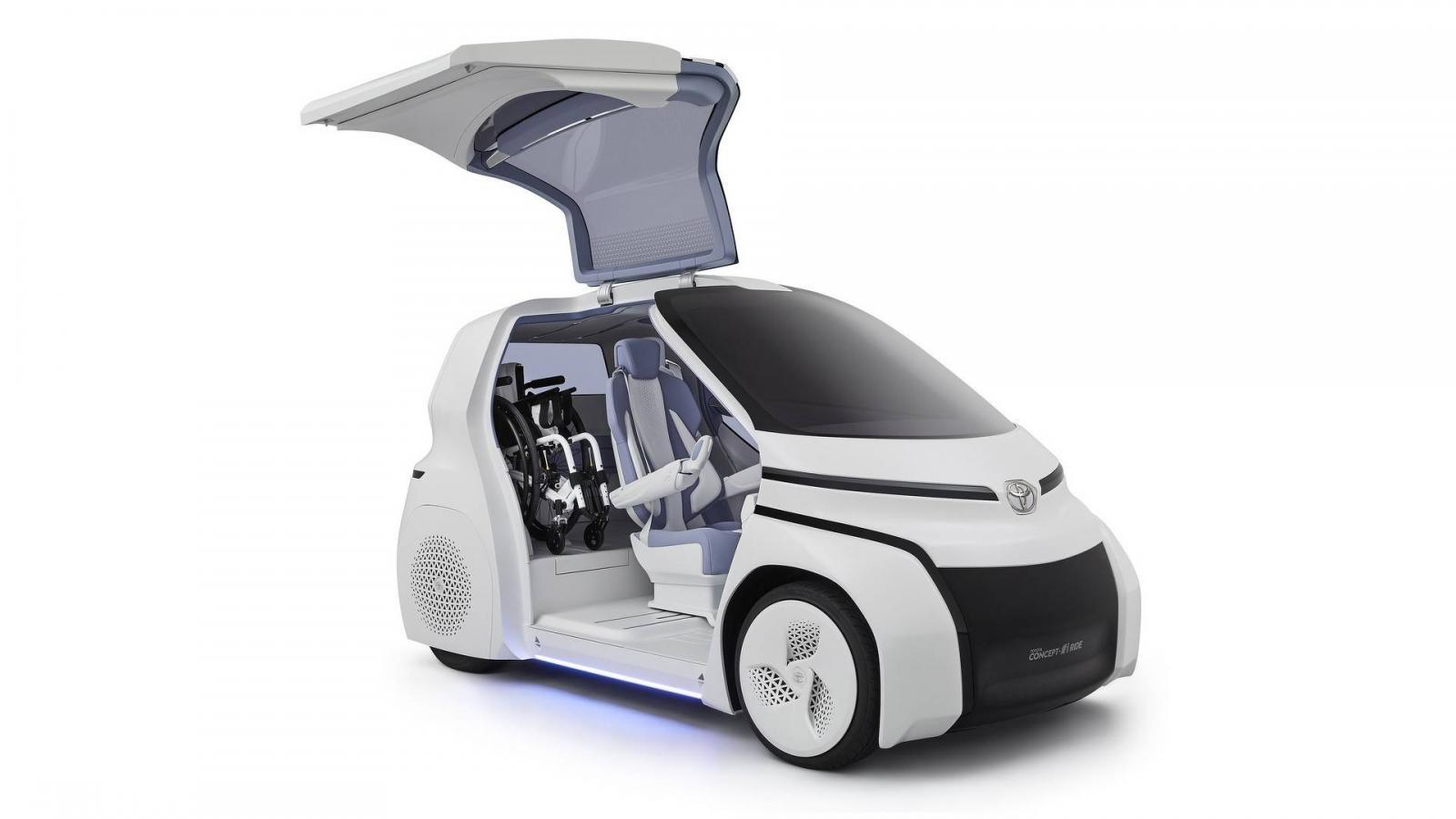 Toyota представила компактный электромобиль без руля