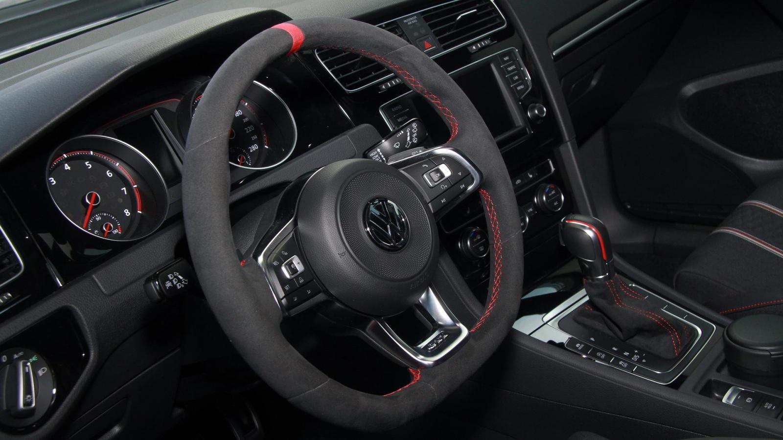 VW Golf GTI Clubsport Edition 40: фото иновые детали